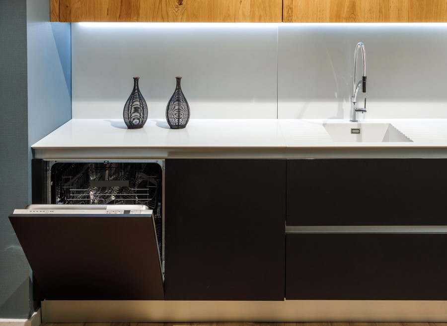 Integrated full size dishwasher