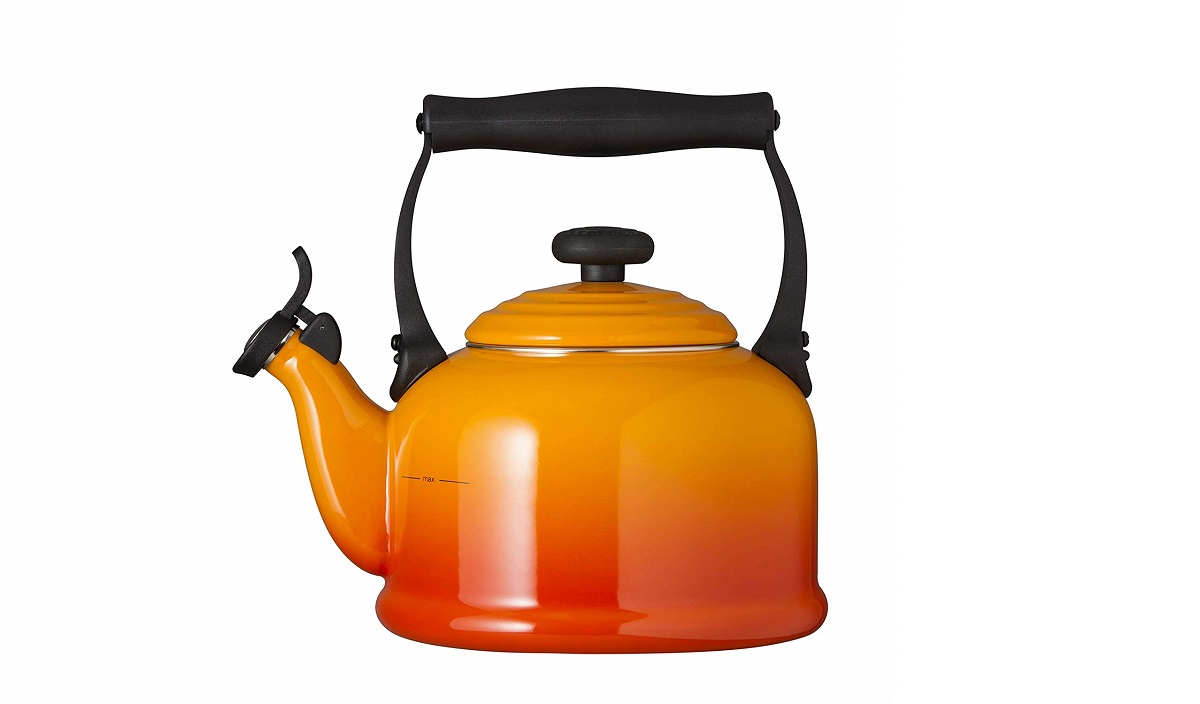 Le Creuset Traditional Kettle with Whistle 2.1L Volcanic