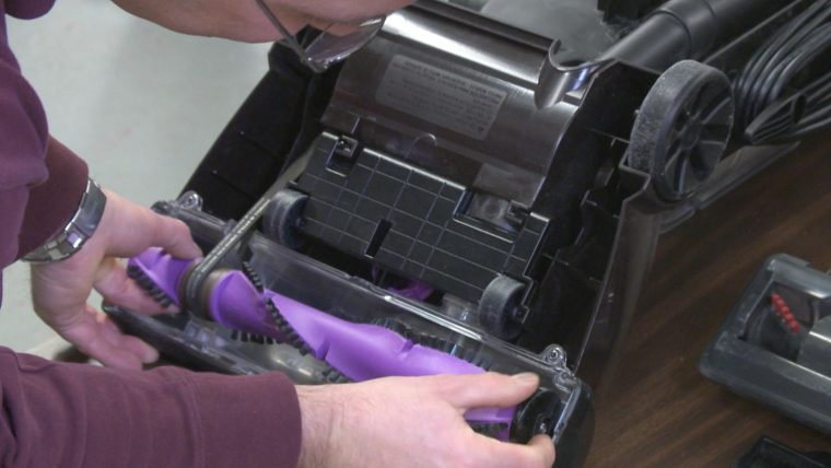 How to change a vacuum cleaner belt
