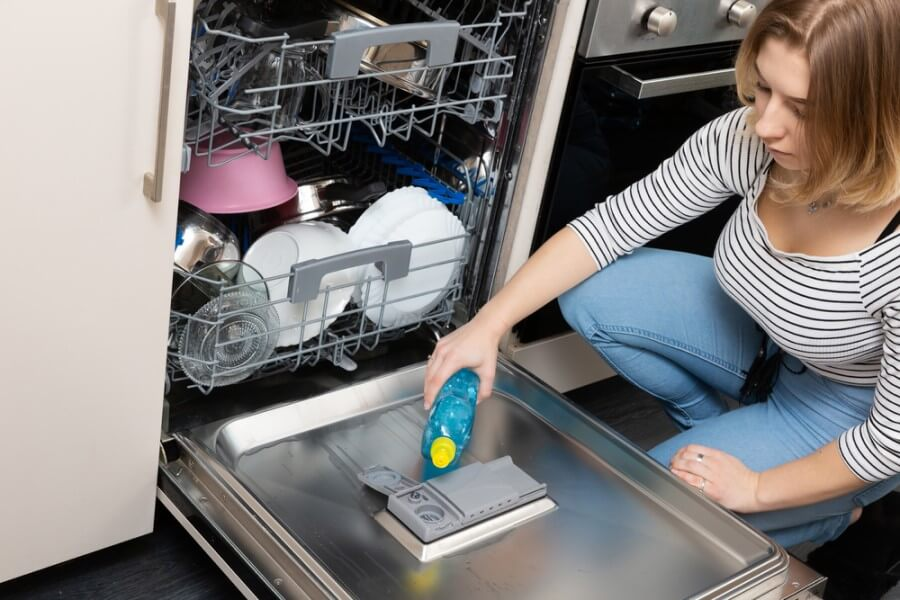 Filling dishwasher rinse aid